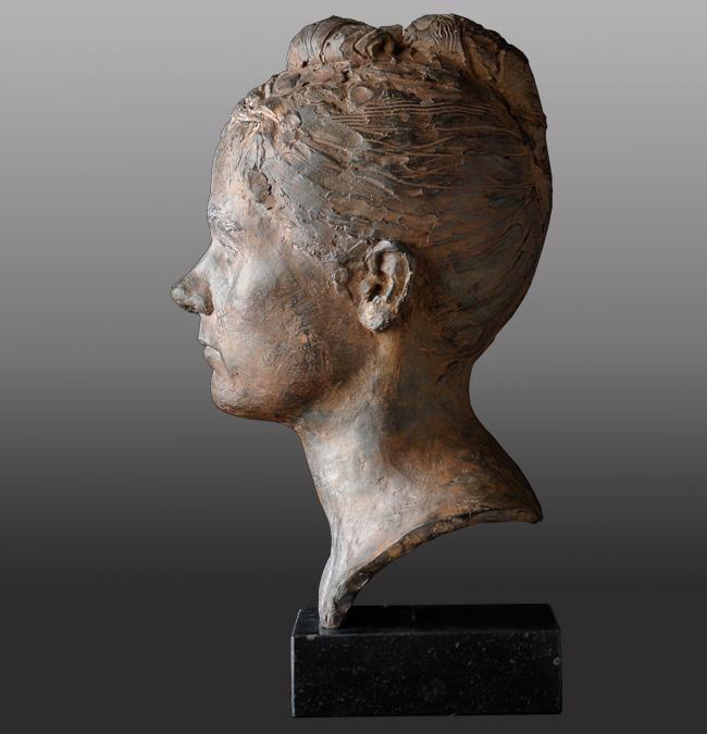 Kersti 6 – 1997 – 40 cm hoog – brons – beschikbaar